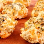 cheddar-garlic-biscuits2